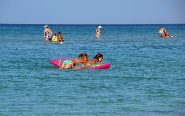 Фото девушек с детьми у моря 75